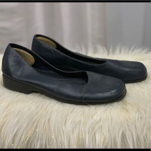 Hush Puppies black leather shoes size 7.5